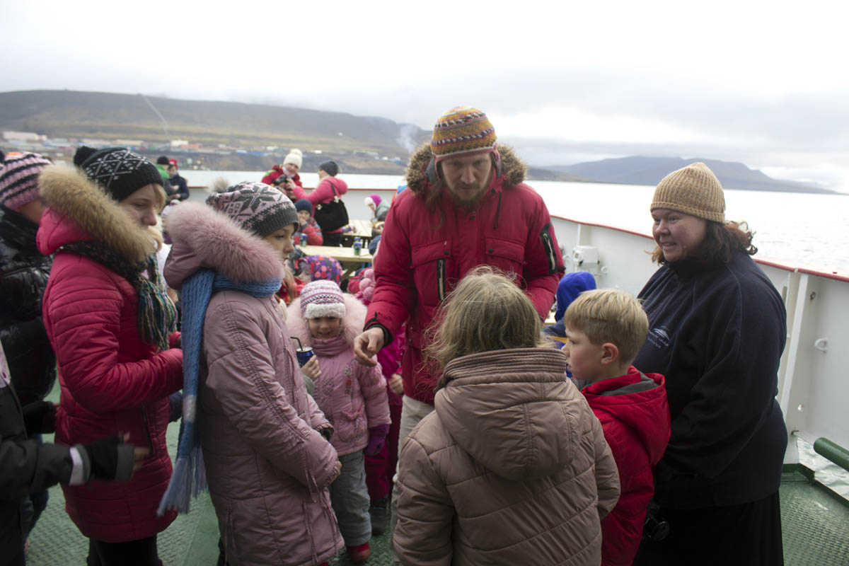 Exchange students: Youths from Barentsburg and Australia get inadvertent education about life during brief cruise