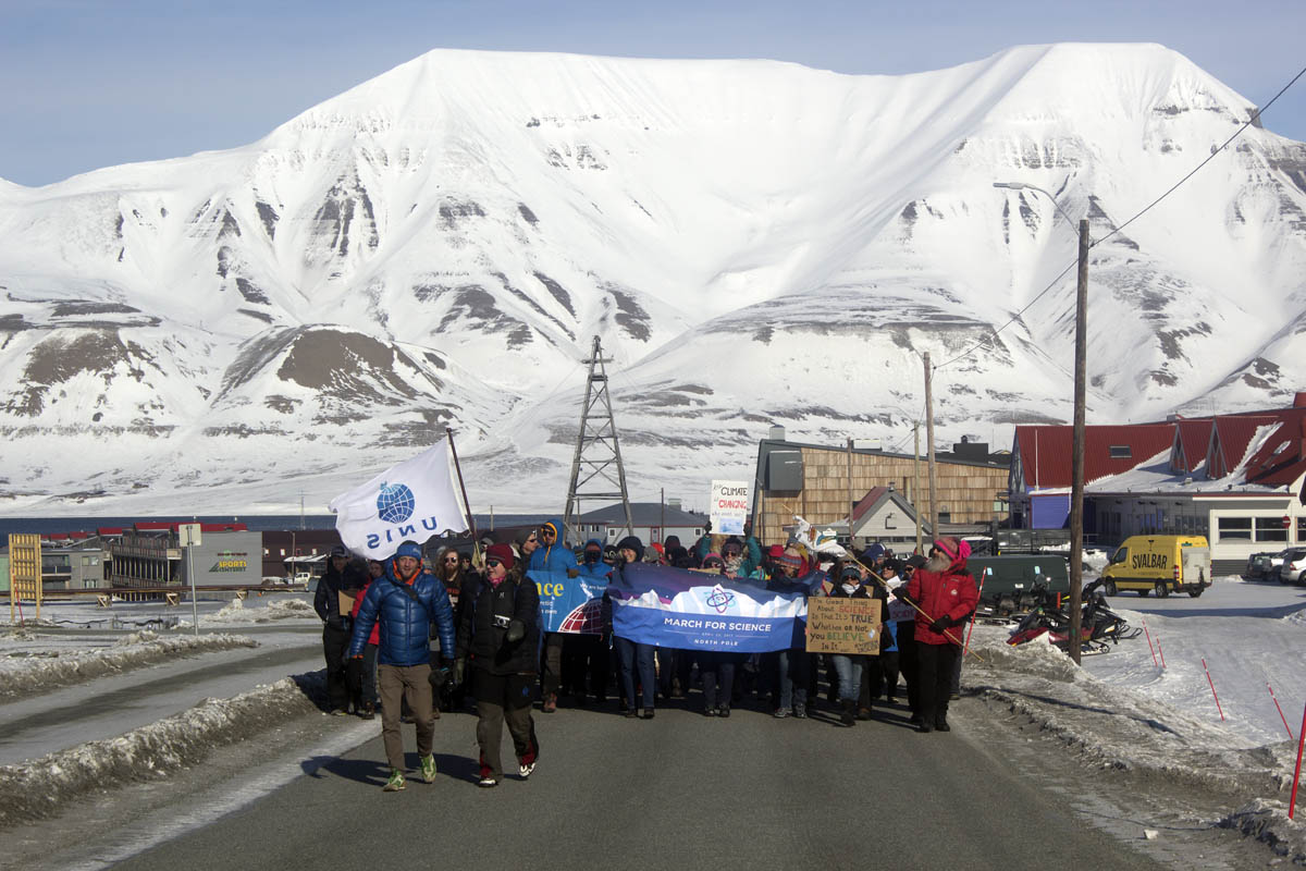 'No science, no beer!' More than 100 people emphasize need for reality during Longyearbyen's participation in the March for Science