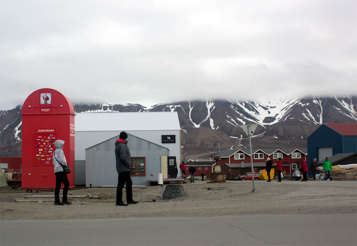 Return to sender: Giant Santa's mailbox benefactor back in Longyearbyen, bewildered at rejection of gift to community
