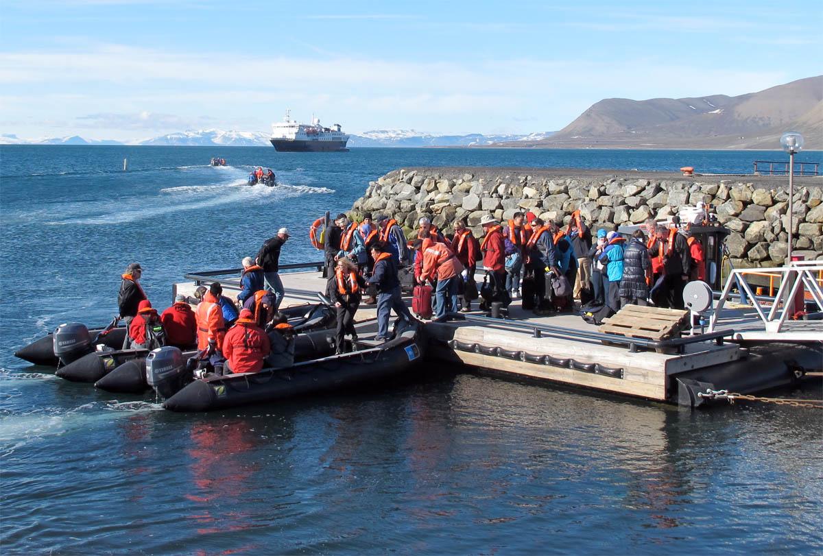 cruisetouristsisfjorden