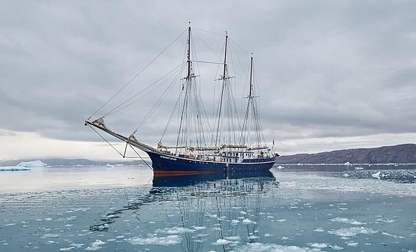 sailboatgrounded